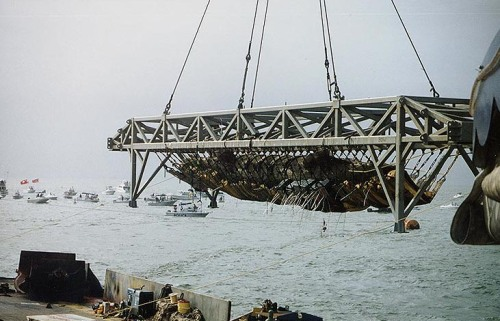 Submarine Henley minutes after being lifted out of the waters of Charleston Harbor on August 8, 2000. Naval Historical Center